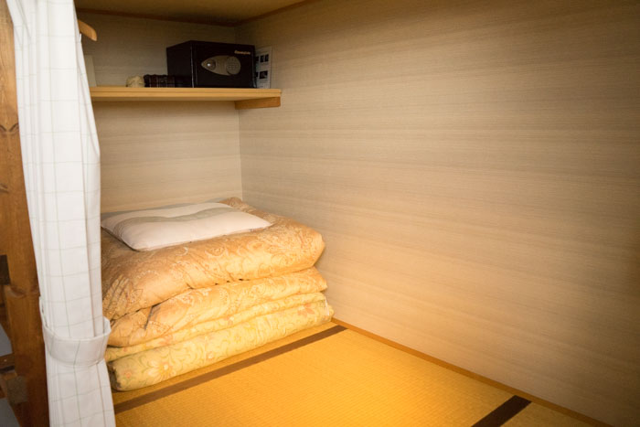 Share room (dormitory)-lower bed